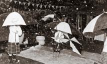 Children with umbrellas by Edinburgh Wedding Photographer Ewan Mathers