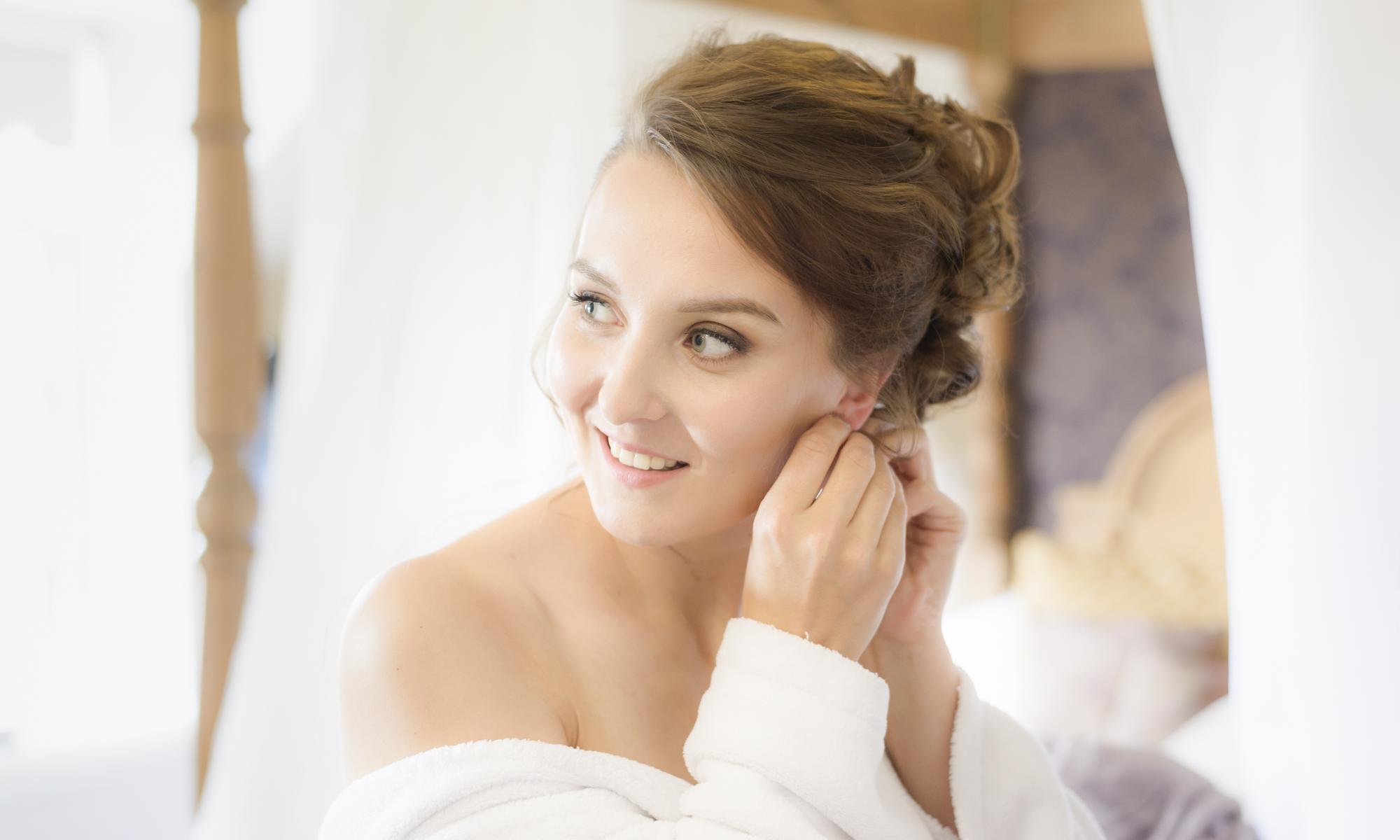 Brides Getting ready by Edinburgh Wedding Photographer Ewan Mathers