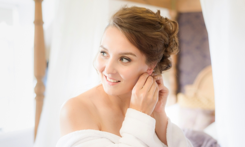 Brides Getting ready by Highland Wedding Photographer Ewan Mathers